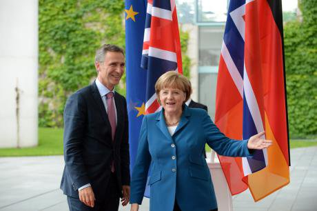 Angela Merkel receives Stoltenberg and Cameron for talks on the Euro, 2012.