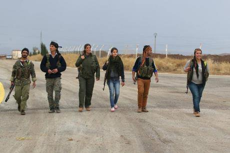 YPG and YPJ fighters in Kobane