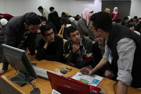 Discussing open source tecnology in Damascus on Arduino Day 2015. Flickr/Wikilogia. Some rights reserved.
