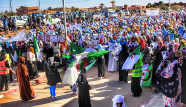 1 The female population of Ain Salah heading the protest on 24-2-2015 - Source- BBOY LEE Photos.png