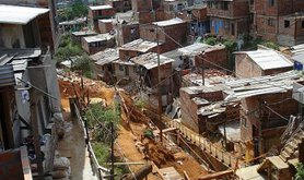 512px-Poverty_in_Colombia_by_Luis_Perez_0.jpg