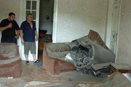 640px-A_Russian_missile_lies_largely_intact_in_a_home_in_Gori.jpg