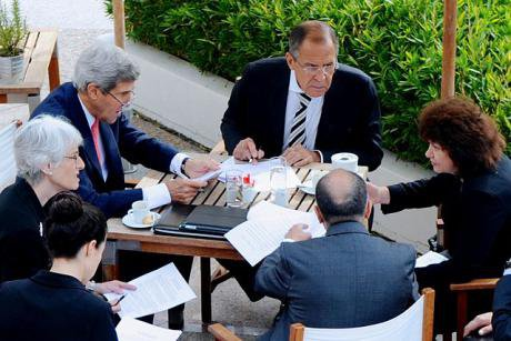 640px-Kerry_and_Lavrov,_with_senior_advisers,_negotiate_chemical_weapons_agreement_on_September_14,_2013.jpg