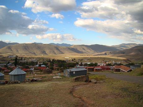 640px-Mokhotlong-Centre-and-Airport-2009.jpg