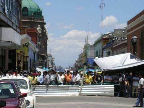 Protests in Oaxaca city centre on 22 June 2006. Wikimedia/R4Che1. Some rights reserved.