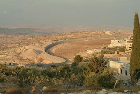 One of many separation walls dividing Israel and Palestine. Flickr/David Lisbona. Some rights reserved.
