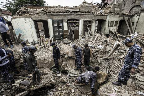 Rescuers dig through the rubble, 17 April, 2015.