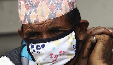 An elderly man waits for news of his relatives. Demotix/Sunil Sharma. All rights reserved.