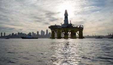 Activists try to block Arctic oil drilling rig from leaving Seattle's port,June 2015.