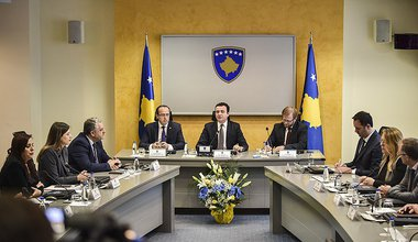 800px-First_meeting_of_the_Government_of_t.max-1520x1008.jpg