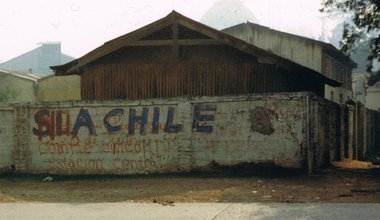 800px-Graffiti_from_1989_Chile_plebiscite_on_continued_rule_by_Pinochet.jpg