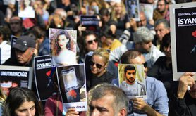 Trade union and civil society groups protest teh massacre in Ankara, October 13.