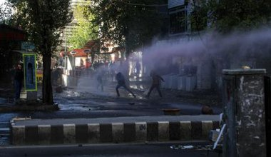 Police prevent protestors walking to Diyarbakir's Sur using teargas and wter cannon, December 2015.