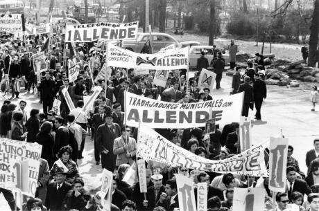 Allende_supporters.jpg