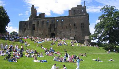 Am_linlithgow_palace_east.jpg