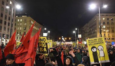 Anti-Pegida march in Vienna, 2015. Christian Michelides/Wikimedia Commons. Some rights reserved.