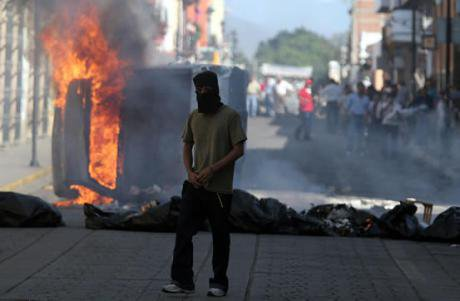 Scene from the APPO clashes with the state government in Oaxaca, June 2006. Wikimedia/Trebolbit. Some rights reserved.