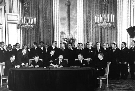 German Chancellor Konrad Adenauer and French President Charles de Gaulle signing the Elysée Treaty on 22 January 1963. Wikimedia Commons/German Federal Archive. Some rights reserved.
