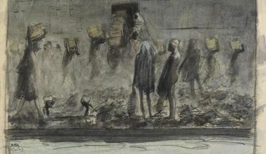Egyptian dock workers load up crates of coal, 1916.