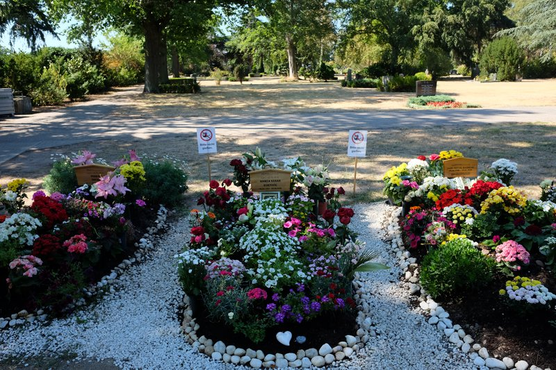 Victims' graves at the central cemetery in Hanau