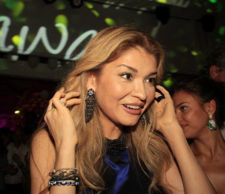Gulnara Karimova was previously a noted socialite and businesswoman. Here she is wearing makeup and an expensive dress.