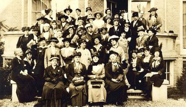 Large sepia group photo of women in 1915