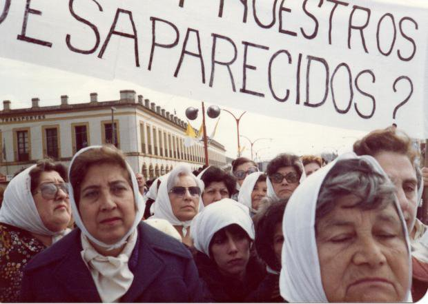 Early photo of the Mothers of Plaza de Mayo protesting