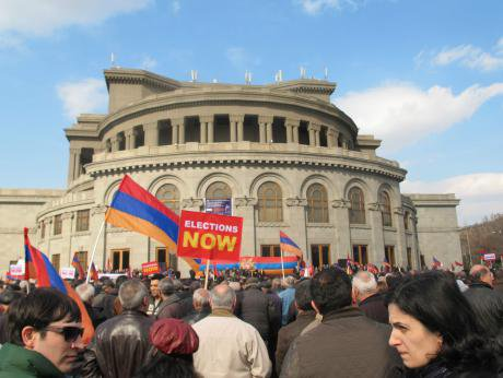 Protesters call for elections in central Yerevan, 1 March 2014. (c) Maxim Edwards