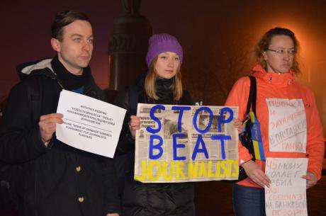 The author Aleksei Matsuka at a Donetsk protest against harassment and intimidation of 'Donbas News' journalists