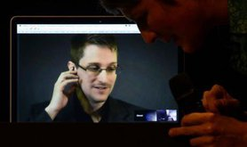 Edward Snowden on a laptop, receiving the Stuttgart Peace Prize from the organization Die AnStifter in 2014.
