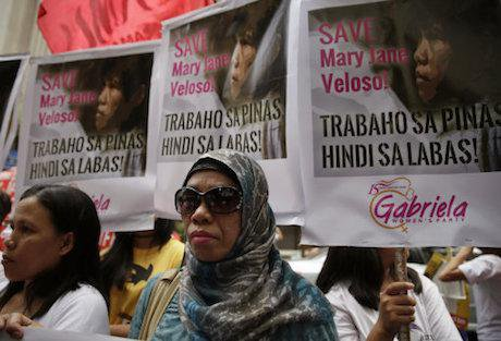Protesters appeal to Indonesia to spare Mary Jane Veloso, Philippines 2015. B. Marquez/AP/PA Images. All rights reserved.