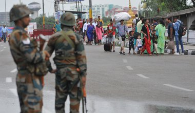 Indian army personnel stand guard in Jammu, Kashmir, 2019