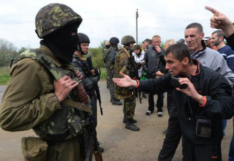 Residents in the Donetsk region argue with Ukrainian soldiers.