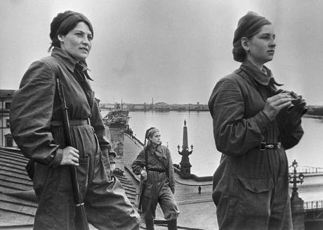 Female soldiers stand guard on the rooftops in Leningrad.