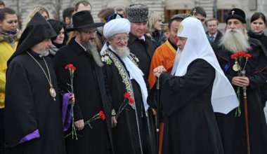 Represntatives of Russia's four 'traditional' relgions, Orthodoxy, Islam, Judaism and Buddhism on National Unity Day in 2012