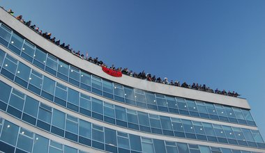 Rooftop_protest_at_30_Millbank.jpg