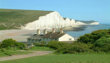Seven_Sisters_cliffs_and_the_coastguard_cottages,_from_Seaford_Head_showing_Cuckmere_Haven_(looking_east_-_2003-05-26).jpg