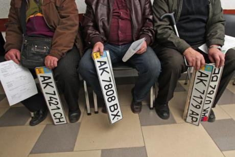 Crimeans wait to exchange Ukrainian licence plates for Russian ones. Not all changes are as comparatively smooth.