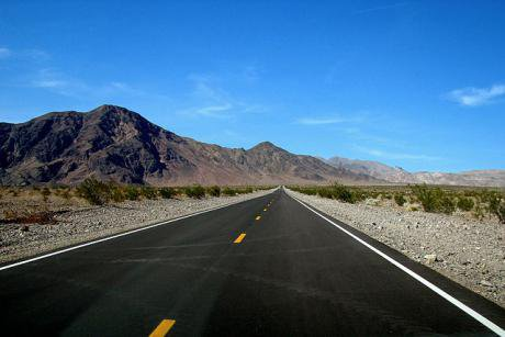 Highway in Death Valley, California. Wikimedia/CGP Grey. Some rights reserved.