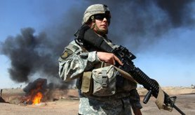 A member of the US armed forces by an Iraqi oilfield. Wikimedia commons.