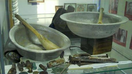 Steel bowls and wooden spoons in the Sukhanovskaya Prison Museum.