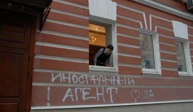Building of the NGO Memorial covered with graffiti reading 'foreign agent loves USA.'