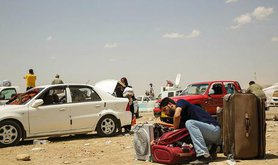 Refugees from Mosul on the road