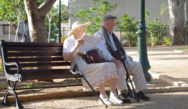 old-couple-in-park_920.jpg