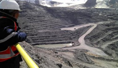 rsz_kumtor_open_pit_for_dirty_water(1).jpg