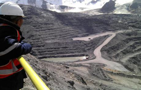 rsz_kumtor_open_pit_for_dirty_water(1).jpeg