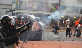 Clash in Caracas between protesters and police